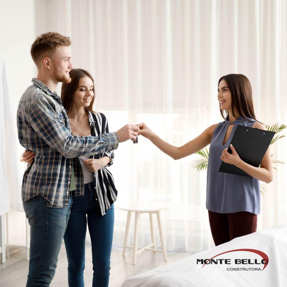 Corretor de imóveis: conheça os motivos pelos quais você deve confiar a sua transação imobiliária a esse profissional